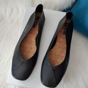 Korks Padilla Black Leather Flats - 7.5